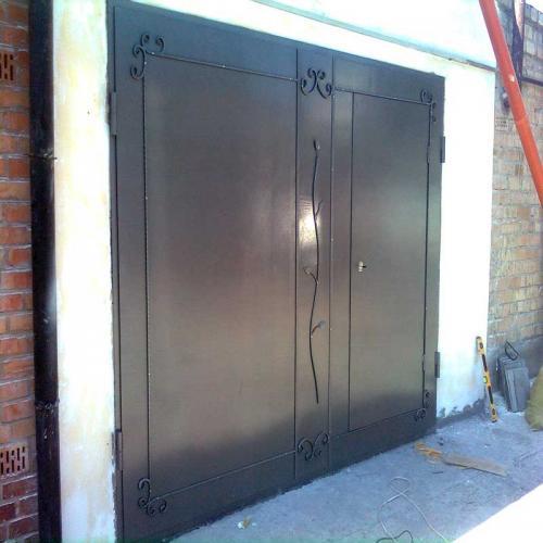 Металеві двері і ворота
