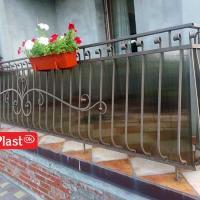 балкон зашитий сотовим полікарбонатом